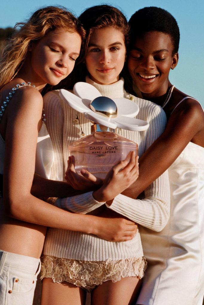 Kaia Gerber: Συμμετέχει στην καμπάνια του νέου αρώματος Daisy Love Marc Jacobs
