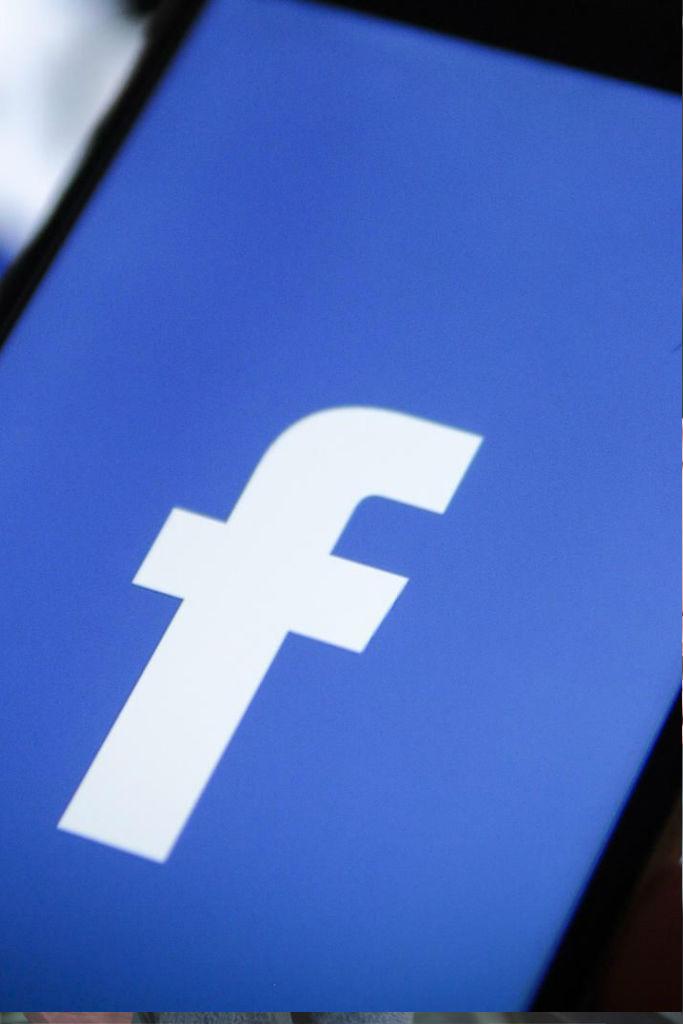 HΠΑ: Ενας στους τέσσερις διέγραψε την εφαρμογή του Facebook από το κινητό του τον τελευταίο χρόνο