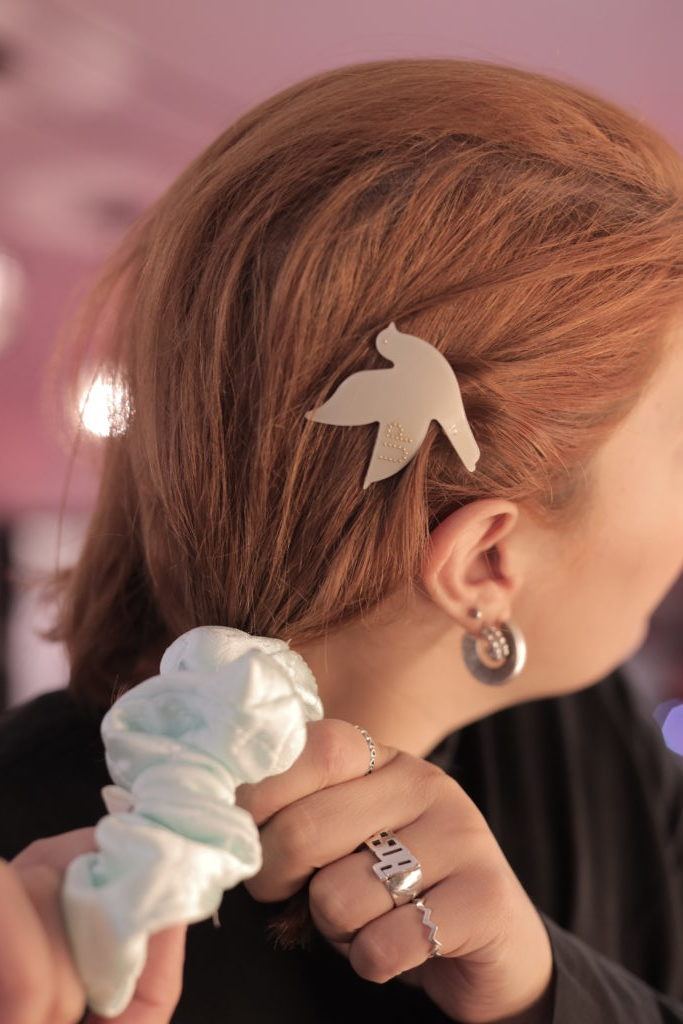 Hair Clips With A Twist: Πως να κάνεις layering