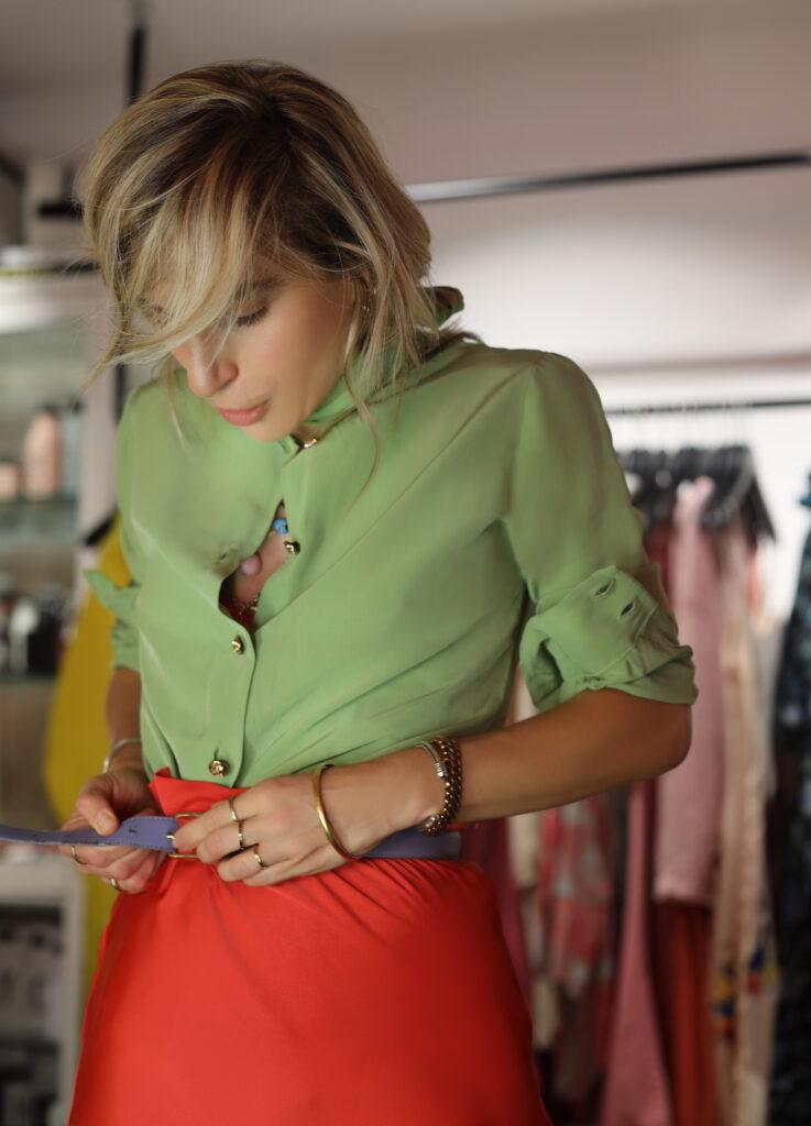 Το multi-styling καλοκαιρινό πουκάμισο
