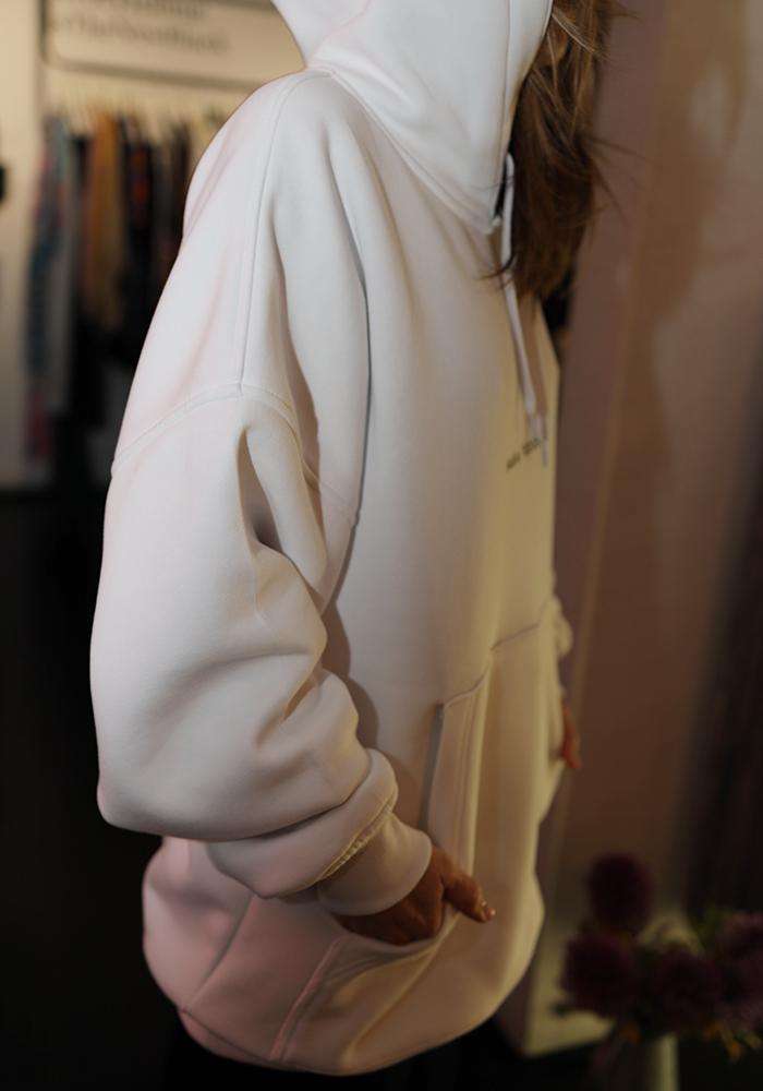 6 stylish item για να ντυθείτε στα λευκά στην καρδιά του χειμώνα